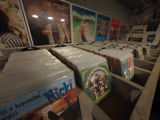 De platenwinkel in friesland, groningen en drenthe voor prachtig unieke vinyl singles en lp's van vele artiesten engels en nederlands